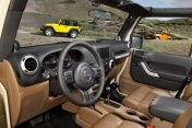 Jeep_Wrangler_MY11_Interior_4.jpg